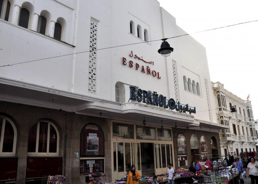 Fachada teatro antiguo cine español en Tetuán