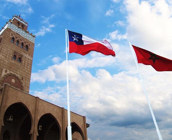 Fachada mezquita Coquimbo con banderas de Chile y Marruecos