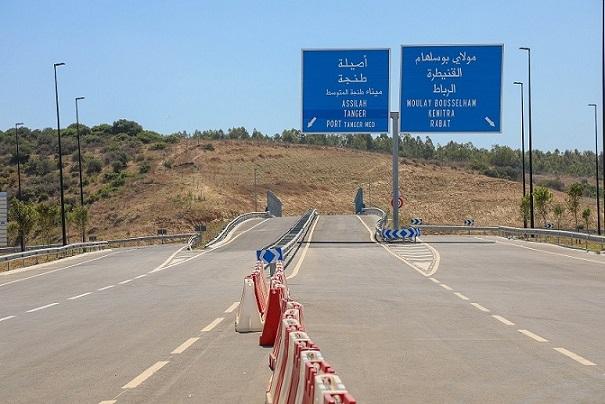 nuevo tramo de la autopista Rabat-Tánger con señalización