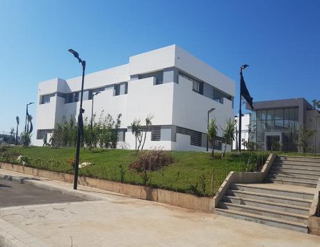 fachada facultad medicina y farmacia, Tánger