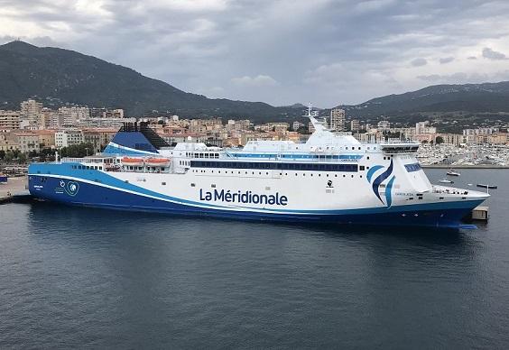 buque la meridionale en puerto