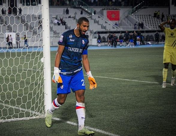 Adel Hasnaoui para el penalti decisivo ante el MAS