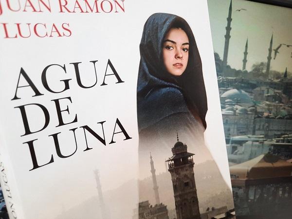 portada libro Juan Ramón Lucas, 'Agua de Luna'