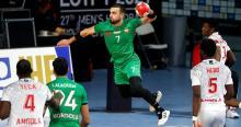 jugada partido balonmano Marruecos-Angola