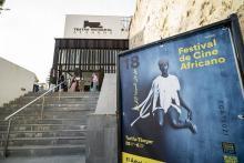 Entrada teatro Alameda de Tarifa con cartel del FCAT 2021