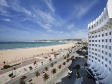 Vista playa urbana de Tánger vista desde el hotel Solazur