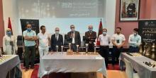 Autoridades universitarias y ganadores del torneo de Ajedrez