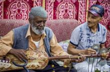 El Gourd con su guitarra y música gnawa