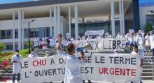 Médicos residentes protestan ante la facultad en Tánger