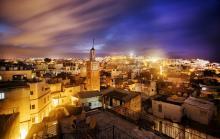 vista Tánger en la medina, de noche